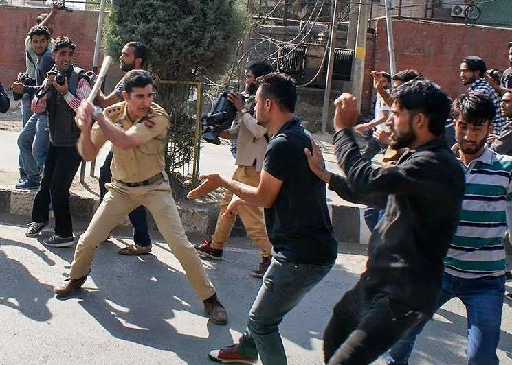 Indian police forces attack Shia Muslims during the annual Muharram mourning ceremony in September 2017. (Image Credit: Seyyed Sajed Hassan Razavi/Tasnim News Agency)