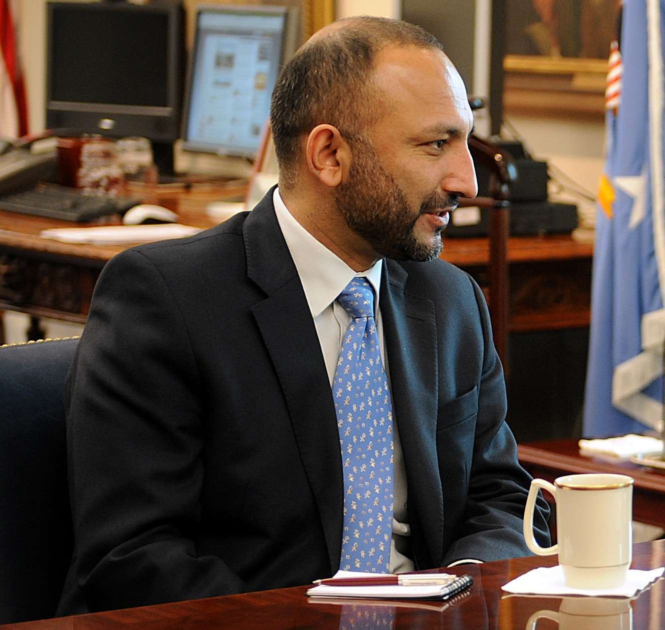 Hanif Atmar in a meeting at the Pentagon on Feb. 26, 2009. (Image Credit: U.S. Department of Defense)